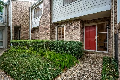 Houston Condo/Townhouse For Sale: 1515 Bering Drive #108