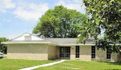 La Porte Single Family Home For Sale: 101 Sylvan Street
