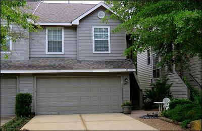 The Woodlands Condo/Townhouse For Sale: 215 Blushwood Place