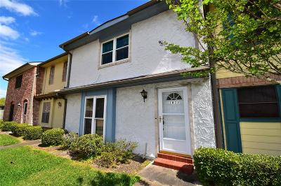 Friendswood Condo/Townhouse For Sale: 3822 Laura Leigh Drive