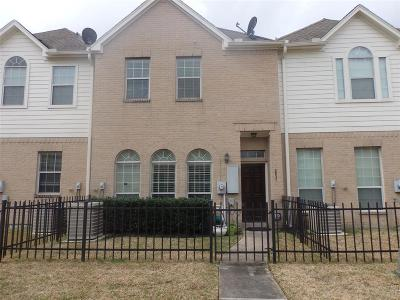 Houston Condo/Townhouse For Sale: 2831 Windy Thicket Lane