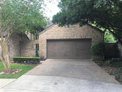 Bellaire Condo/Townhouse For Sale: 13 Town Oaks Place