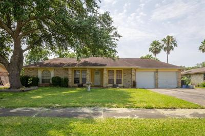 Friendswood Single Family Home For Sale: 1304 W Castlewood Avenue