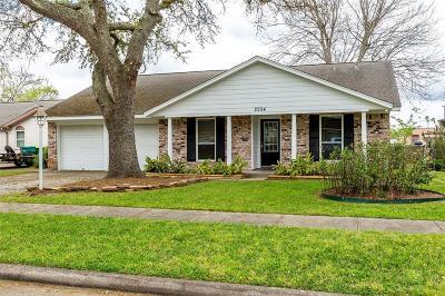 Seabrook Single Family Home For Sale: 2204 Hialeah Drive