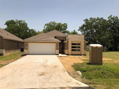 La Porte Single Family Home For Sale: 114 Martin Luther King Jr Drive
