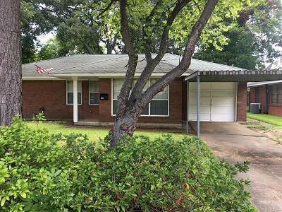 Deer Park Single Family Home For Sale: 226 Robin Street