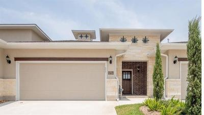 College Station Condo/Townhouse For Sale: 1744 Heath Drive