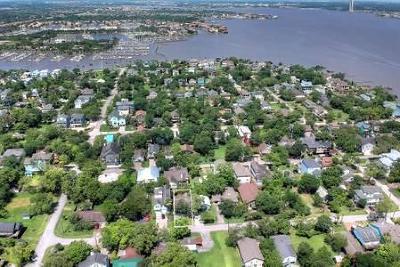 Clear Lake Shores Single Family Home For Sale: 310 E Shore Drive
