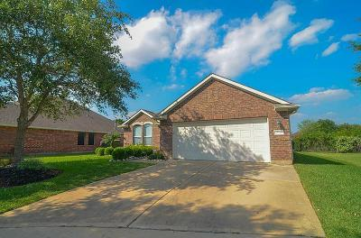 Richmond Single Family Home For Sale: 25910 N Lakefair Drive