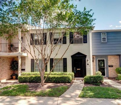 Houston Condo/Townhouse For Sale: 1373 Country Place Drive