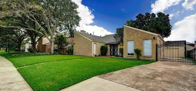 Houston Single Family Home For Sale: 1607 Warwickshire Drive