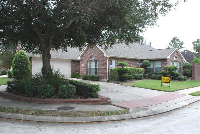 Friendswood Single Family Home For Sale: 516 Pine Ridge Court