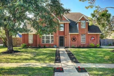 Friendswood Single Family Home For Sale: 2406 Sarasota Drive