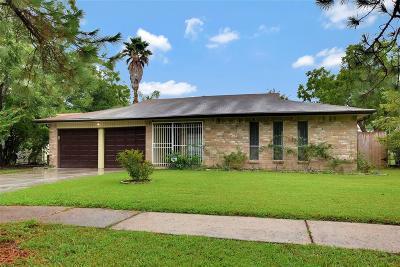 Houston Single Family Home For Sale: 10707 Leawood Boulevard