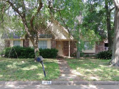 Sugar Land Single Family Home For Sale: 1810 Cottonwood Court