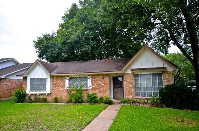 Sugar Land Single Family Home Pending: 13526 Brook Hollow Drive