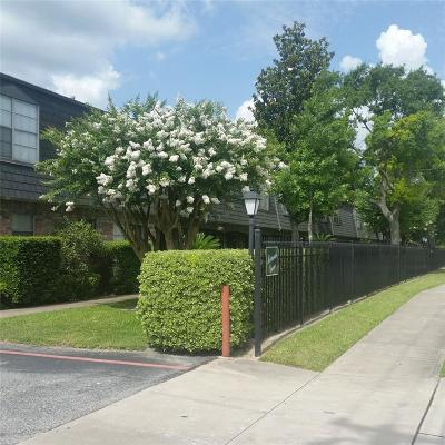 Hedwig Village Condo/Townhouse For Sale: 8929 Gaylord Drive #150