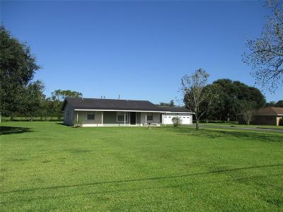 Sweeny Single Family Home For Sale: 305 E Ashley Wilson Road