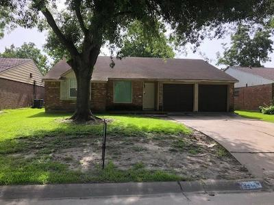 Pasadena Single Family Home For Sale: 2216 Blueberry Lane