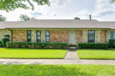 Friendswood Condo/Townhouse For Sale: 3758 Laura Leigh Drive