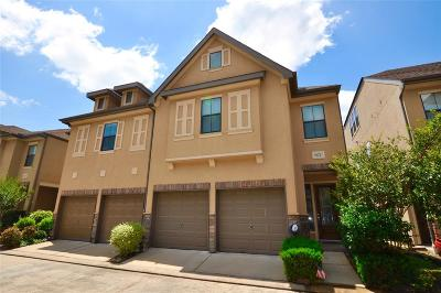 Houston Condo/Townhouse For Sale: 11631 Royal Oaks View