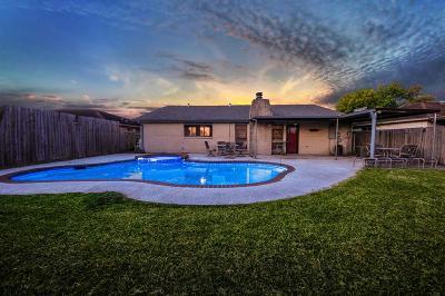 La Porte Single Family Home For Sale: 9806 Robin Street