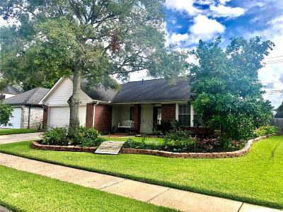 Friendswood Single Family Home For Sale: 15823 Contender Lane