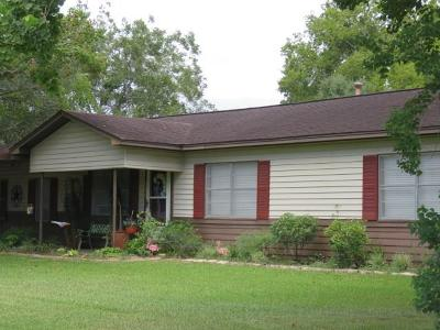 El Campo TX Single Family Home For Sale: $197,000
