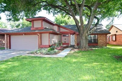 Sugar Land Single Family Home For Sale: 3010 The Highlands Drive