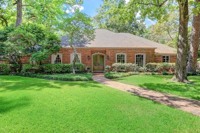 Hunters Creek Village Single Family Home For Sale: 611 Shartle Circle
