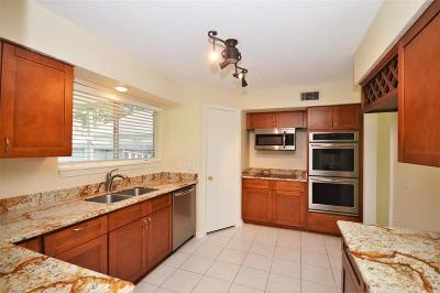 Single Family Home For Sale: 15434 Linkshire Drive