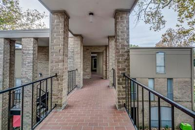 Houston Condo/Townhouse For Sale: 4645 Wild Indigo Street #22384