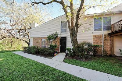 Houston Condo/Townhouse For Sale: 7734 Challie Lane
