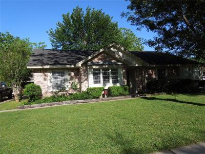 Friendswood Single Family Home For Sale: 337 W Castle Harbour Drive