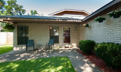 League City Single Family Home For Sale: 515 W Nottingham Drive