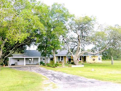 Columbus TX Single Family Home For Sale: $170,000