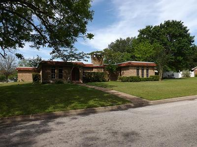 Hallettsville Single Family Home For Sale: 101 Pecan