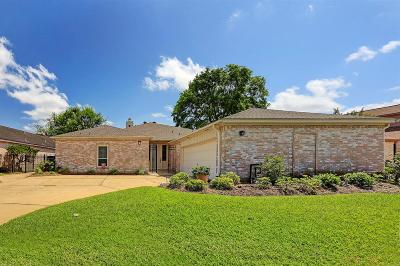 Sugar Land Single Family Home For Sale: 20 Crestwood Circle