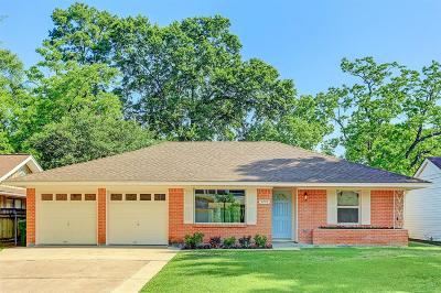 Oak Forest Single Family Home For Sale: 5210 Viking Drive