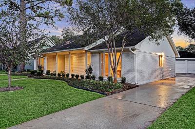 Houston Single Family Home For Sale: 5751 Braesheather Drive