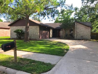 Pearland Single Family Home For Sale: 2420 Laura Lane