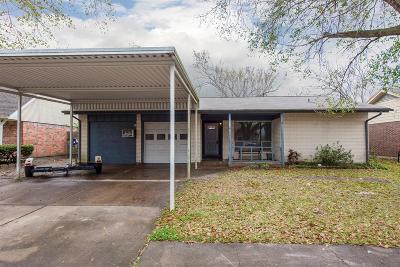 Pasadena Single Family Home For Sale: 2411 Muscadine Lane
