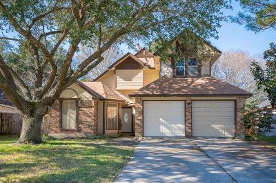 Friendswood Single Family Home For Sale: 718 Regency Court