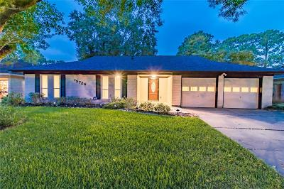 Friendswood Single Family Home For Sale: 15726 Blackhawk Boulevard