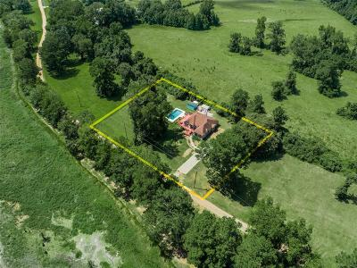 Shepherd Single Family Home For Sale: 401 Farmer Drive