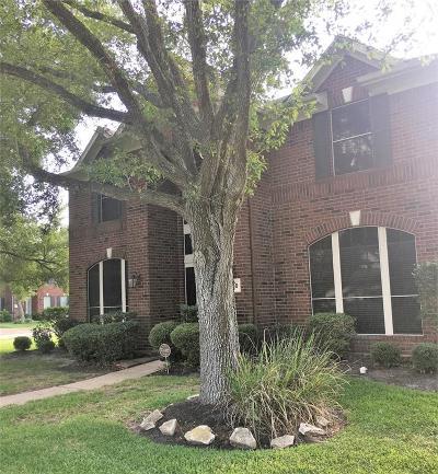 Pearland Single Family Home For Sale: 2740 W Oaks Circle E