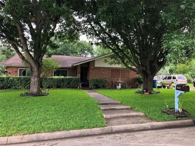 Navasota Single Family Home Pending: 404 Hillside