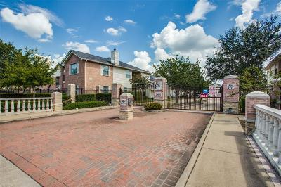 Houston Condo/Townhouse For Sale: 2865 Westhollow Drive #95