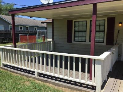 Baytown Single Family Home For Sale: 11402 Sunnyside Drive