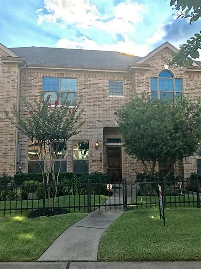 Houston Condo/Townhouse For Sale: 2739 Windy Thicket Lane